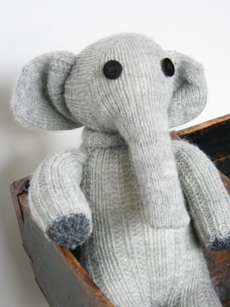 Baby Elefant Elly aus Socken genäht