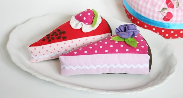 2 Stk Kuchen aus Kaufmannsladen-Konditorei