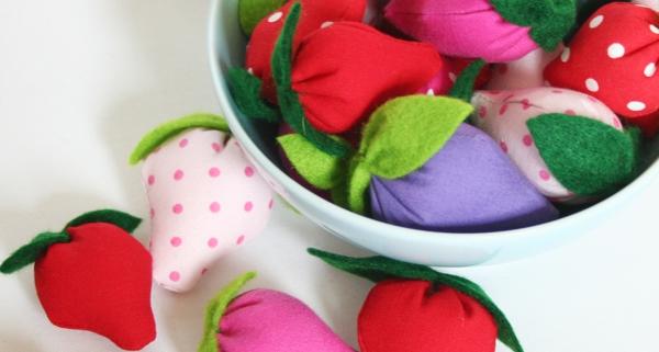 Erdbeeren aus Stoffresten und Filz