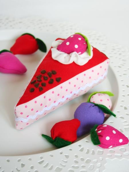 Kuchen aus Stoff genäht