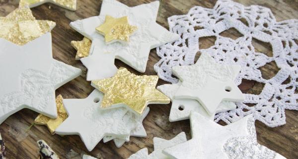 Sterne basteln mit Modelliermasse und Omas Deckchen