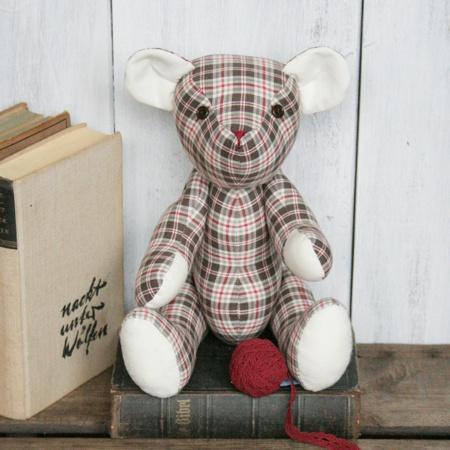 Beau der karierter Teddy