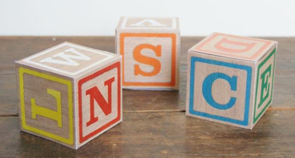 Buchstabenwürfel als Geschenkschachtel