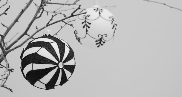 Weihnachtskugeln schwarz weiß